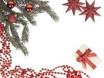 从分支圣诞树的圣诞节框架与礼物和红色星 免版税库存照片