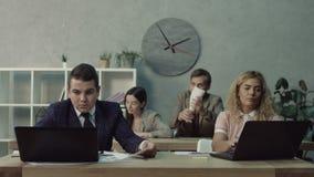 分散工友的麻烦雇员与工作 股票录像