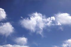 分散的云彩 免版税库存照片