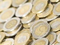分散的接近的硬币  免版税图库摄影