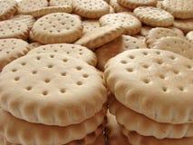 分散的薄脆饼干 免版税库存照片