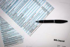分析企业构成欧洲财务玻璃收入墨水货币笔语句 对收入报告的财务分析 免版税图库摄影