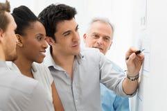 分析图表的企业队 免版税库存照片