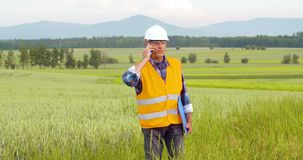 分析在剪贴板的工程师清单在庄稼中在农场 股票录像