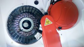 分析机器和生物探针在一张顶视图 股票录像