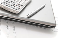 分析财务纸张他们到工具 库存图片