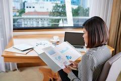 分析财政报告 免版税库存照片