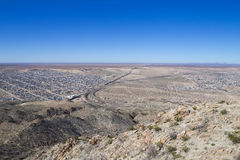 分离墨西哥和U的国境 S 免版税库存图片