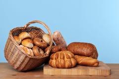 分类篮子面包 免版税库存照片