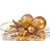 分行金黄圣诞节的装饰 免版税图库摄影