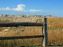 分裂栅栏在恶地国家公园南达科他美国 库存照片