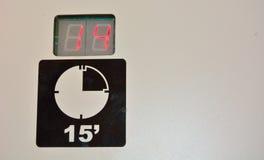 15分钟在肮脏的墙壁上的警报信号概念 免版税库存照片