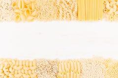 分类另外种类意大利人通心面面团背景装饰边界  免版税库存照片