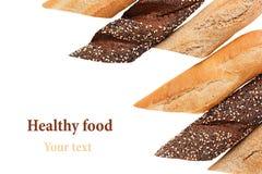 切不同的品种长方形宝石面包在白色背景的 拉伊、麦子和整个五谷面包 查出 b装饰框架  免版税库存图片