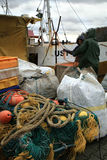 切削刀在钓鱼以后在黑暗,风暴日之前 库存图片