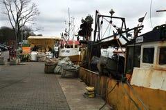 切削刀在钓鱼以后在黑暗,风暴日之前 免版税库存图片