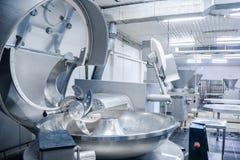切削刀 研的肉的工业切削刀 赞成的工厂 免版税图库摄影