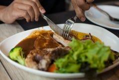 切口猪排牛排和配菜 图库摄影
