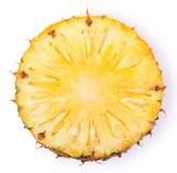切在与裁减路线的白色隔绝的菠萝 图库摄影