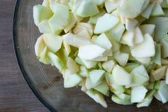 切在碗的苹果 库存图片