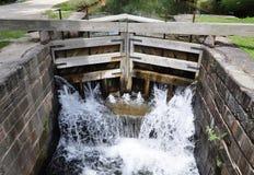 切塞皮克犬和俄亥俄运河的锁 免版税库存照片