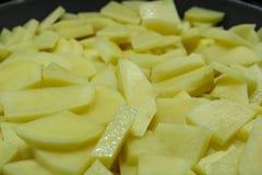 切好的土豆切片 免版税库存图片