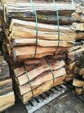 切好的堆木头 免版税库存图片