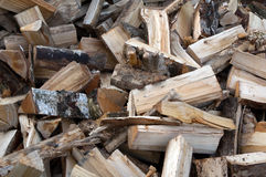 切好的堆木头 免版税库存照片