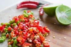 切好的新鲜的红色辣椒 免版税库存图片