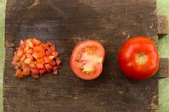 切好的有机和可口蕃茄整个  库存照片