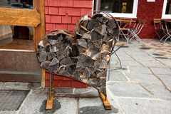 从切好的木柴的心脏在巴伐利亚 库存照片