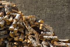 切好的桦树木柴 图库摄影