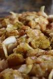 切好的鸡特写镜头与五颜六色的印地安调味料的在上面,准备对stirfry 图库摄影