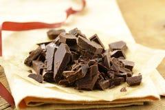 切好的黑色黑暗的巧克力 图库摄影