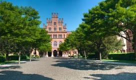 切尔诺夫策国民大学的前面门面 图库摄影