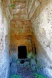 切尔韦泰里Etruscan大墓地,坟茔的内部 库存照片
