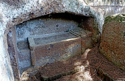 切尔韦泰里Etruscan大墓地,坟茔的内部 库存图片