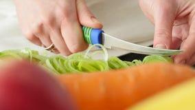 切开与刀子的厨师一棵葱 影视素材