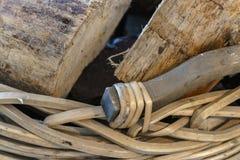 切开壁炉的木日志 免版税图库摄影