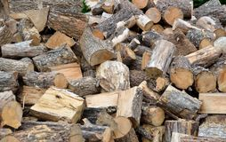 切开木柴堆 免版税库存图片