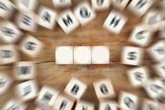 切成小方块与三个信件或文本企业概念的copyspace 库存图片