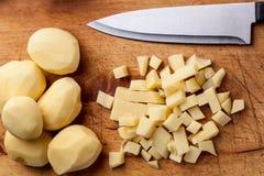 切成小方块的土豆 库存照片