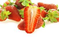 切新鲜的一个成熟草莓 免版税库存图片