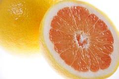切新鲜的葡萄柚 免版税库存照片