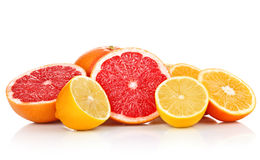 切新鲜水果葡萄柚柠檬桔子 免版税库存照片