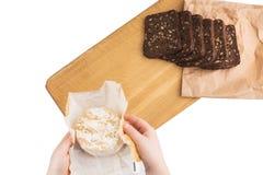 切片与向日葵种子的黑黑麦面包在一个木板说谎在乳酪旁边 库存照片