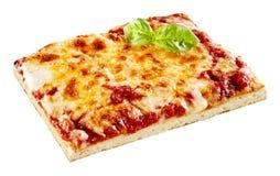 切片与蓬蒿的鲜美Margherita薄饼 图库摄影