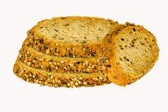 切片五谷在自由裁减上添面包在白色backround 免版税库存照片