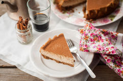 切片加香料的咖啡乳酪蛋糕 库存照片