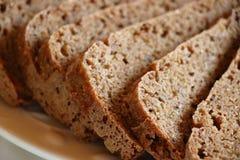 切片土气黑麦面包 库存图片